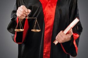 Ein Anwalt für Mietrecht aus Berlin vertritt Mieter oder Vermieter auch vor Gericht.