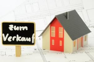 Eine Eigenbedarfskündigung nach Kauf eines Hauses kann langwierige Folgen haben.
