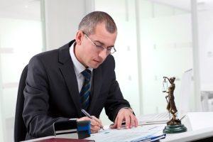 Mieterschutzbund: Rechtsschutz kann durch angebotene Versicherung oder ansässige Anwälte geboten werden.