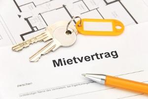 Das Mietrecht bei einer Eigentumswohnung legt auch die Vorgaben für den Mietvertrag fest.
